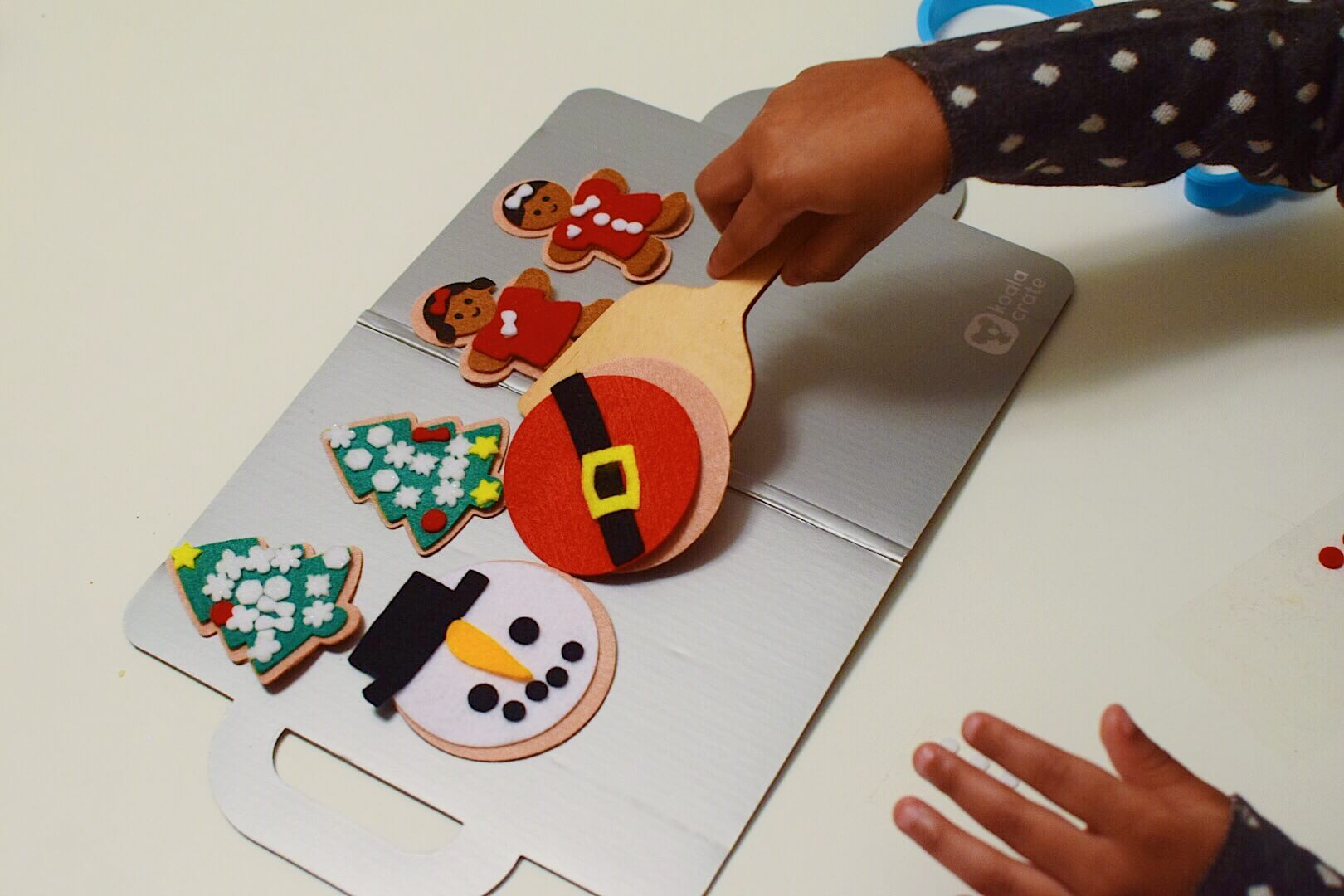 holiday-traditions-koala-crate-making-cookies