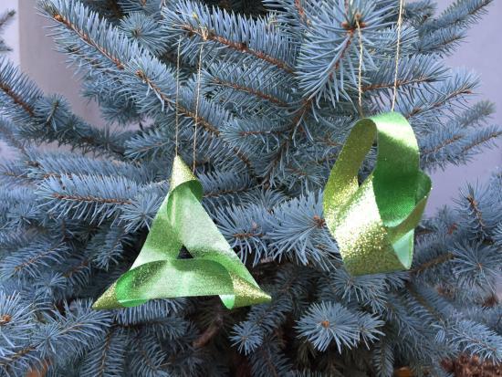 homemade-christmas-ornaments-kids-Kiwi-Crate-mobius