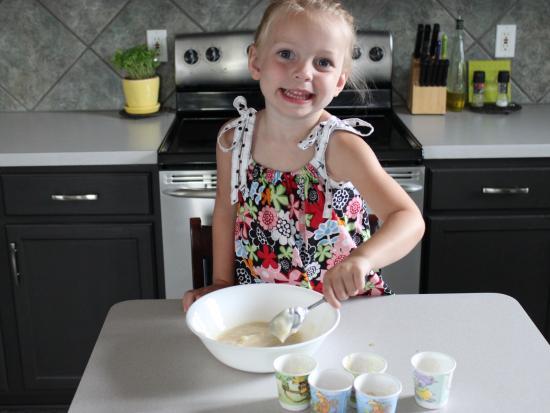 Crunchy Frozen Yogurt Cups from Kiwi Crate
