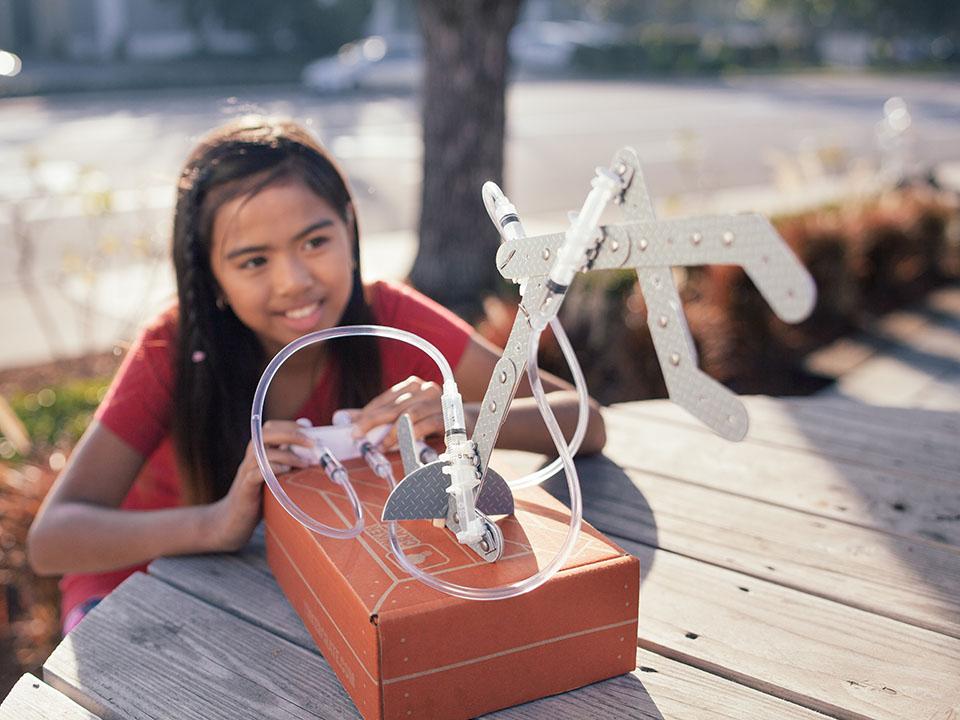 KiwiCo Hydraulic Claw STEM subscription box